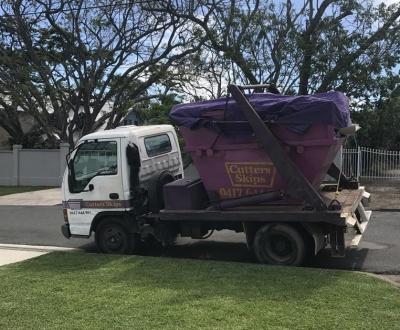 Expert tips for loading a skip bin